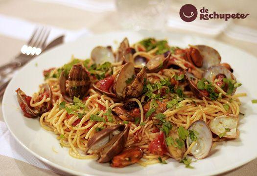 Espaguetis con almejas o spaguetti a le vongole. Receta italiana. - Recetasderechupete.com