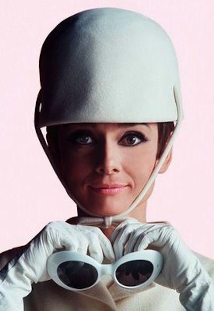 Más Audrey!