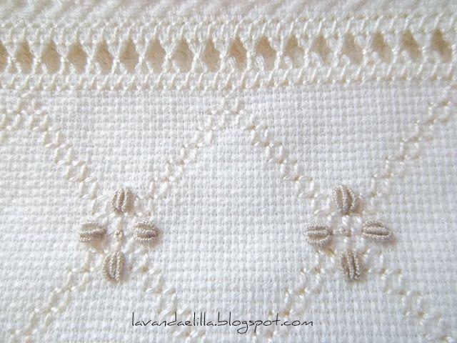 Lavanda y Lila: Nueva Idea para la toalla con el inserto de Aida