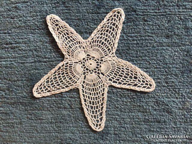 Csillag alakú fehér, régi horgolt csipke terítő