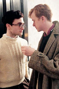 Daniel Radcliffe post top Dane DeHaan kill your darlings danradedit danedehaanedit kydedit lucien x allen .......make out pls the tension is killing me