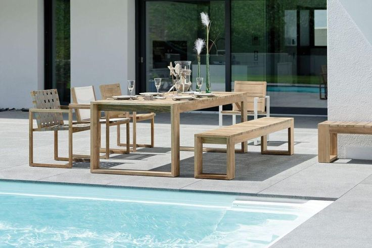 MAX meble ogrodowe Teak. Kolekcja MAX to duży stół, ławki i różne krzesła wykonane z drewna Teak. Do produkcji mebli użyto drewna rozbiórkowego, co jest charakterystyczne dla mebli OLD TEAK firmy STERN®, dla której ochrona środowiska naturalnego jest priorytetem.