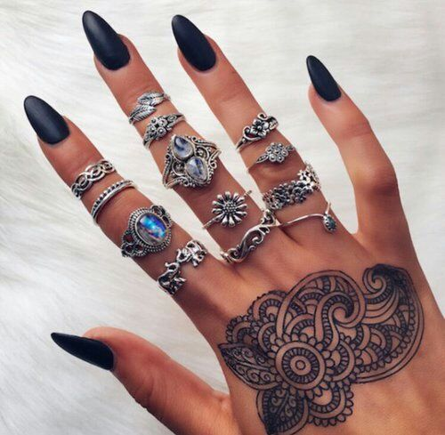 Imagem de nails, henna, and black