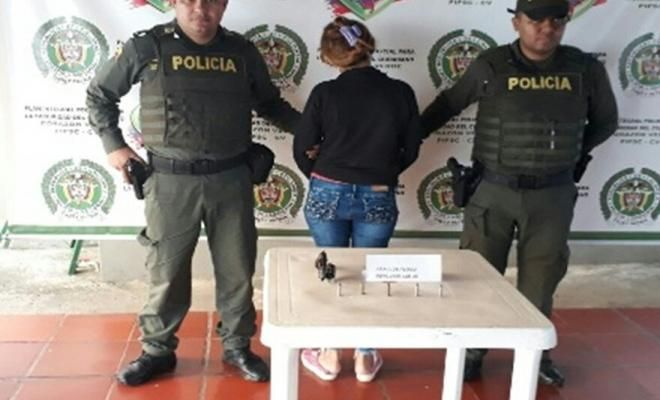 policia captura a dos personas por porte ilegal de armas de fuego en cordoba