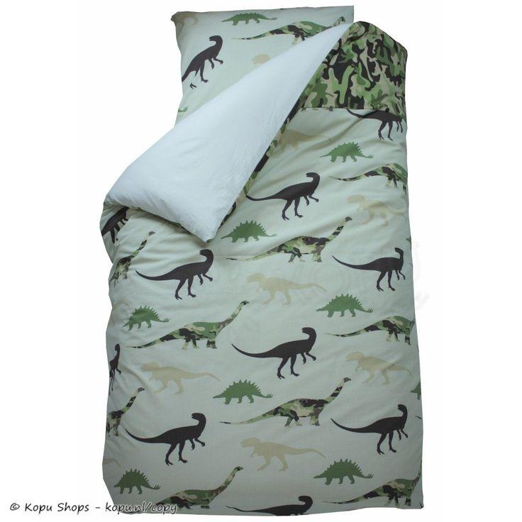Het 1 persoons jongens overtrek 'Dino Groen' komt uit de collectie van Bink Bedding en heeft een stoere print van verschillende dino's. De dinosaurussen hebben een camouflage print of effen groen kleuren en zijn gecombineerd met een strook camouflage print langs de bovenzijde van het dekbedovertrek.MerkBink Bedding ontwerpt stoere, moderne dekbedovertrekken voor jongens en meisjes, met onder andere stippen, ruiten, sterren en hartjes.