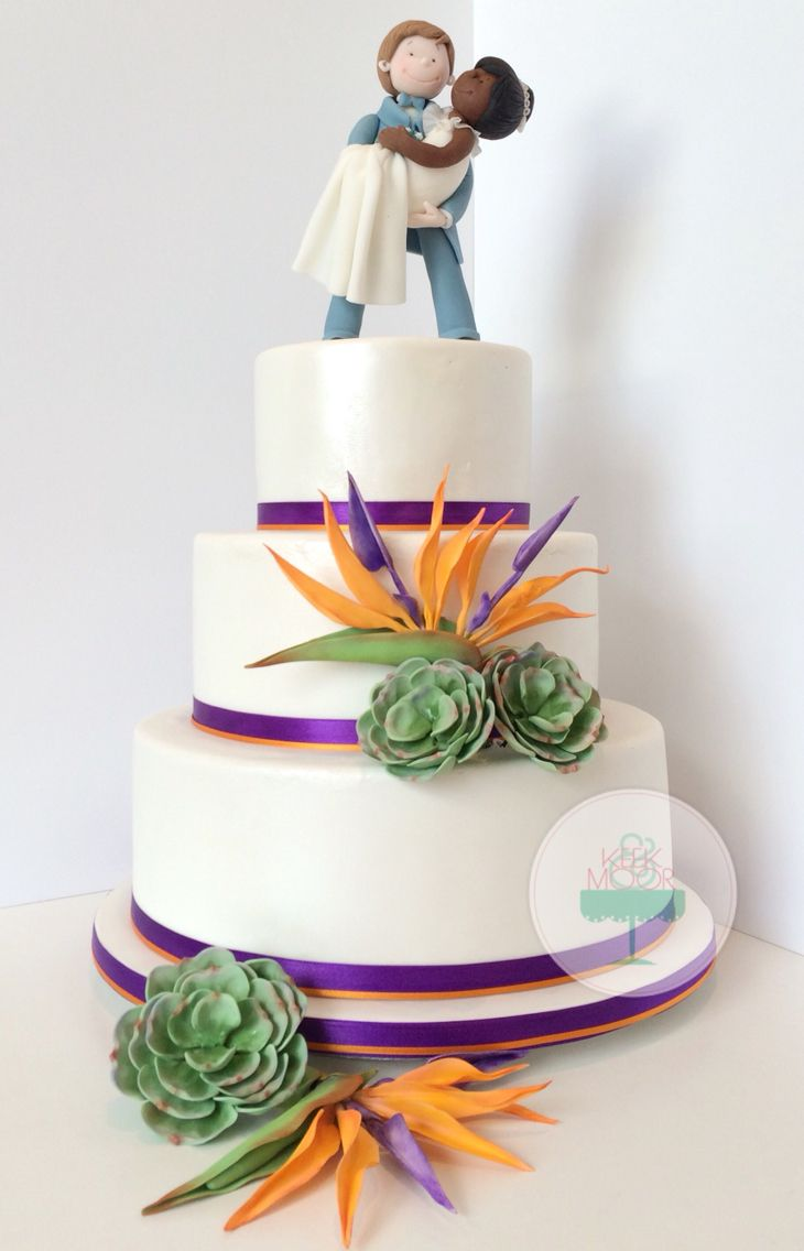 Wedding cake with a Bird of Paradise Sugar flowers made by  KEEK&MOOR