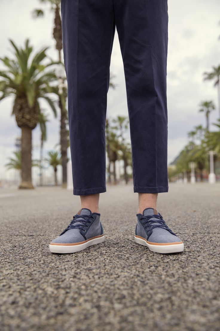 Versatile blue sneaks: Dress them up with sleek chino pants or dress them down with blue denim jeans | JACK & JONES