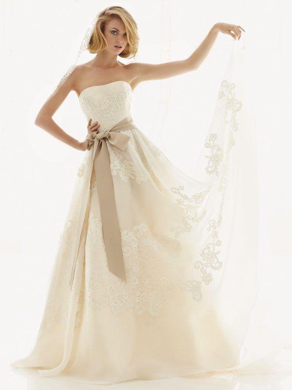 この組み合わせが可愛い!ウェディングドレス×サッシュベルトのおすすめコーディネート14選♡ | marry[マリー]