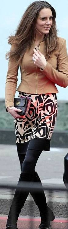 I love this outfit that Princess Kate is wearing. 18 1