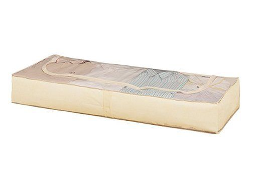 Ideal para guardar ropa fuera de temporada. Puede guardarse debajo de la cama, dentro o encima del armario. Incluye un bolsita interior con ventana para poner el disco antipolillas con olor a lavanda (incluido). 103x106x45cm. Grupo Rayen.