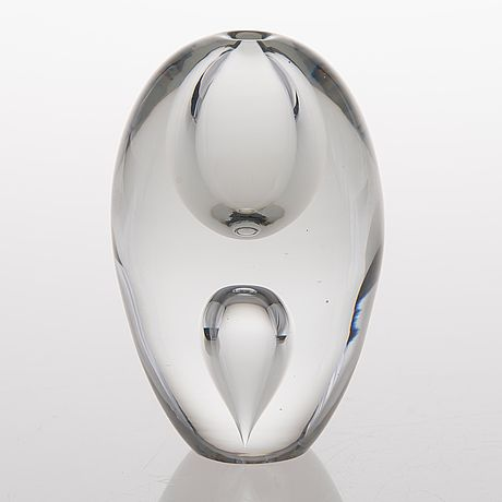 "Timo Sarpaneva - Art glass sculpture ""Kyynelpisara 3575"" (A Tear drop) (h. 14cm) for Iittala 1955, Finland."