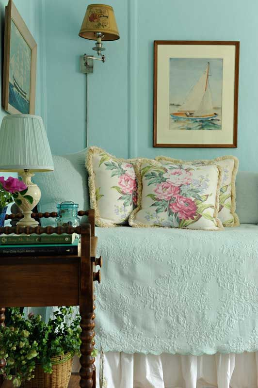 The bedrooms feature light summer tints set off against crisp white.