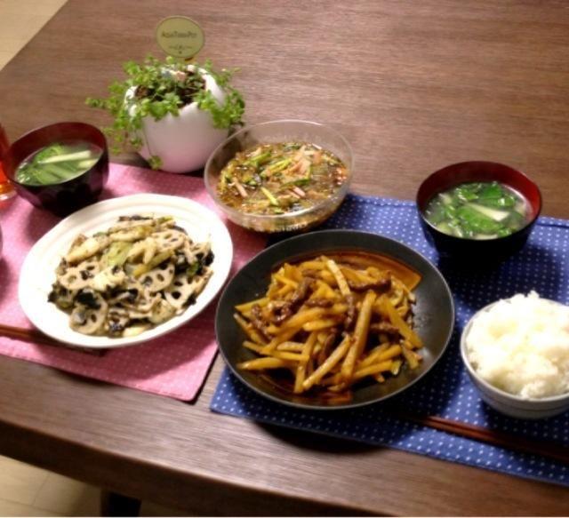 イカと蓮根の海苔炒めは、蓮根のシャキシャキ食感が楽しくて海苔の風味が効いててナイスなおかずです!(^o^)b - 21件のもぐもぐ - 牛肉とじゃがいものオイスター炒め、イカと蓮根の海苔炒め、中華春雨サラダ、青梗菜の中華スープ、ご飯 by pentarou