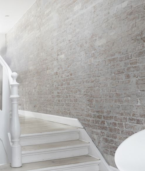 Washed out brick walls and white floor / Ceglana ściana delikatnie pobielona     #brick, #interiors