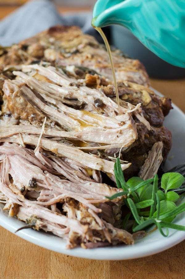 Pulled pork aus dem Slowcooker - zart, saftig und würzig. Recipe also in english. www.einepriselecker.de