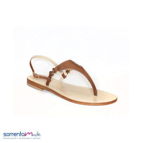 CAPRI  Un must di sempre..il classico sandalo caprese in pelle e in cuoio, disponibili vari colori.