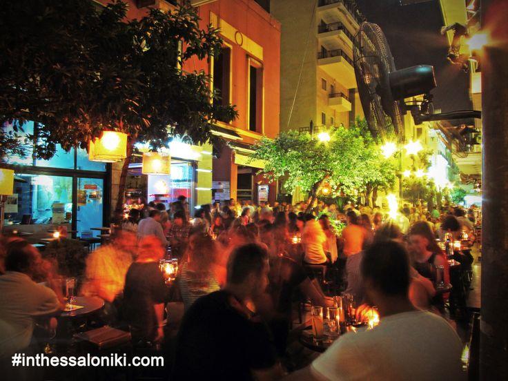 ● Nightlife in Thessaloniki - Kalapothaki St. is full of cafés and cozy cocktail bars! It is located just before the city's harbor next to Freedom Square (Platia Eleftherias)  ● Ο Πεζόδρομος στην Οδό Καλαποθάκη είναι σίγουρα ένας απο τους πιο γνωστούς προορισμούς κοντά στο Λιμάνι!    ● #Thessaloniki #Nightlife #Kalapothaki