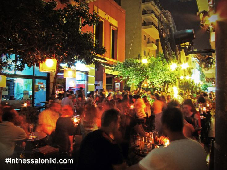 ● Nightlife in Thessaloniki - Kalapothaki St. is full of cafés and cozy cocktail bars! It is located just before the city's harbor next to Freedom Square (Platia Eleftherias)  ● Ο Πεζόδρομος στην Οδό Καλαποθάκη είναι σίγουρα ένας απο τους πιο γνωστούς προορισμούς κοντά στο Λιμάνι!    ● #Thessaloniki #Nightlife #Kalapothaki