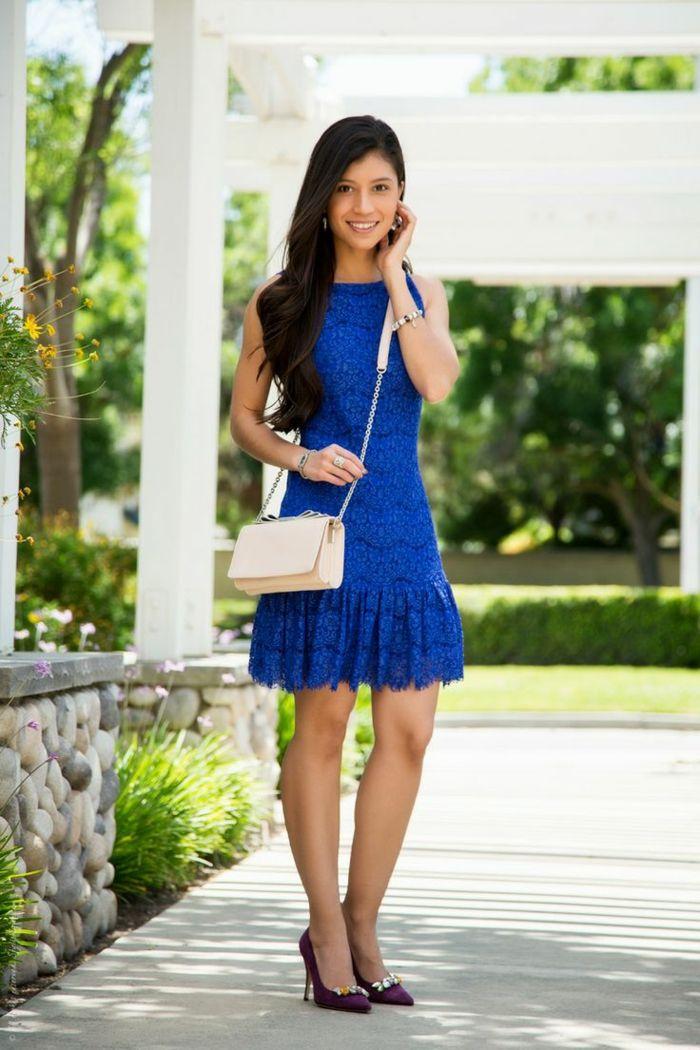 damen sommer outfit kleid blau spitze handtasche elegant
