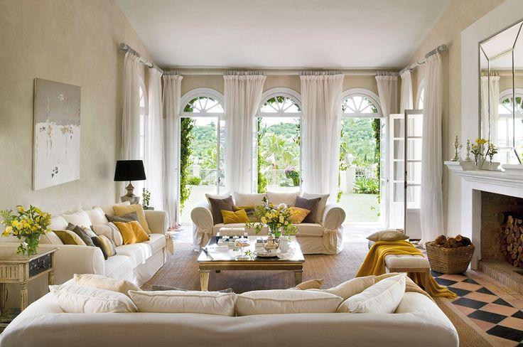 гостиная французские окна шторы диван столик лампа камин корзина дрова зеркало