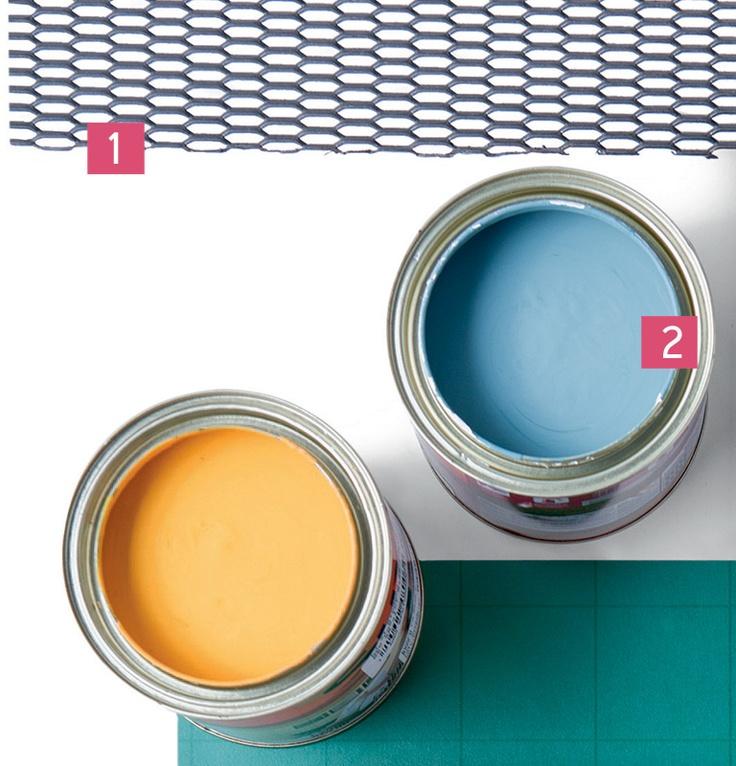 1. A chapa de aço-carbono expandido da Paganini Cia pode ser parafusada, soldada ou amarrada para compor ou recobrir portas, divisórias, escadas e forros. A peça de 1 x 2 m vale R$ 431. Outras medidas estão disponíveis sob encomenda. 2. Fundo preparador, catalisador, esmalte e diluente, o epóxi à base de água Banheiros e Cozinhas facilita a pintura de azulejos. Da Suvinil, nos tons frevo e azul-mineral, o galão de 3,6 litros sai por R$ 163 e R$ 125, respectivamente, na Multitintas Lorena.