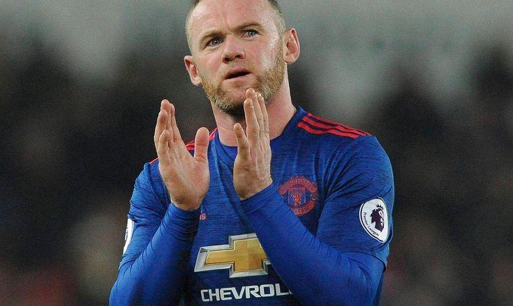 Wayne Rooney co jakiś czas trafia na łamy angielskich gazet, ale coraz rzadziej z powodów sportowych. Po ostatnim meczu obśmiany został przez kibiców w internecie. Szydzą oni z jego nieporadnej gry w spotkaniu z Arsenalem (0:2), a przede wszystkim jednej akcji, w której próbował zatrzymać Alexa Oxlade'a-Chamberlaina.
