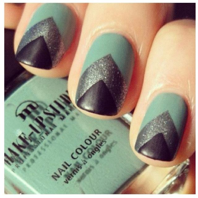 Cool nail design.menta , plata y negro