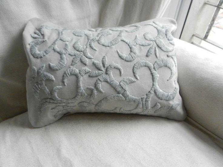 Almohadones bordados a mano!!!, $220 en http://ofeliafeliz.com.ar
