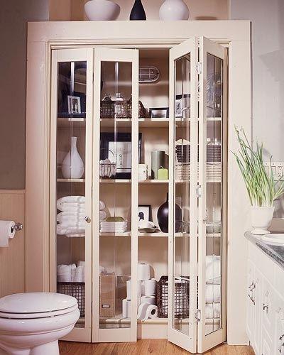 vitrina 'farmaceutica' vintage en baño sensacion de puro y limpio.
