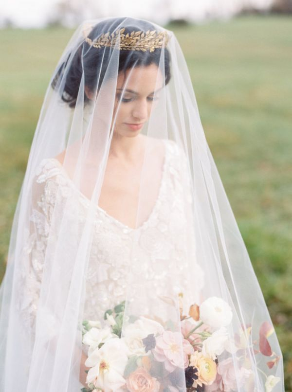 Light as a feather and made from a single piece of hand-cut tulle, this classic drop veil has no gather and drapes romantically, creating an ethereal silhouette.