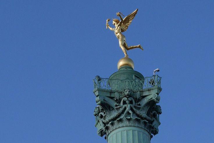 Pour ne plus oublier sur quelle jambe se tient le génie de la Bastille !