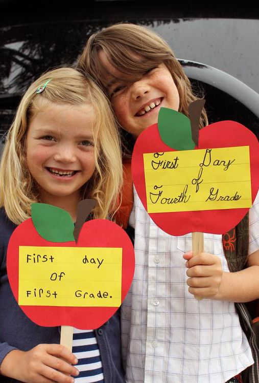 Cherish back-to-school moments with a photograph on the first day. Craft easy-to-make props for your kids to hold before they're off for another exciting year. Click through for banner, hand sign and frame ideas.