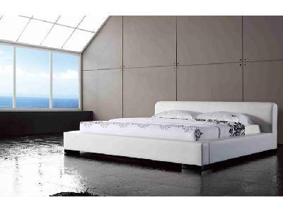 Białe tapicerowane łóżko (PL) / White upholstered bed (EN) by poprostulozka.com
