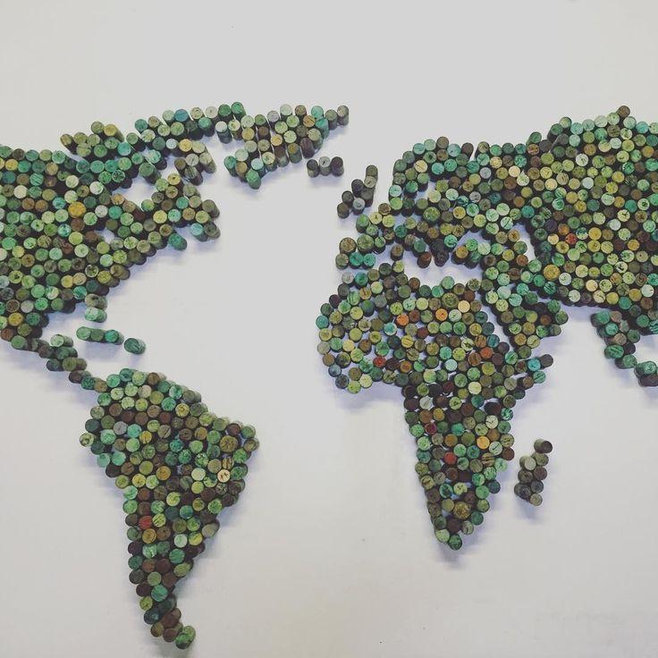 wine cork world map. #RememberToMakeOneOfTheseInOurFutureLivingRoom