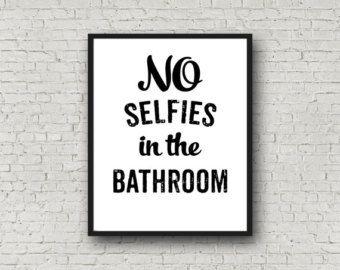 Artículos similares a Arte baño divertido, muestra del humor de baño, decoración baño rústico de madera, pintada colgante de pared del cuarto de baño, inspiración puede pulsar, regalo de la mordaza en Etsy