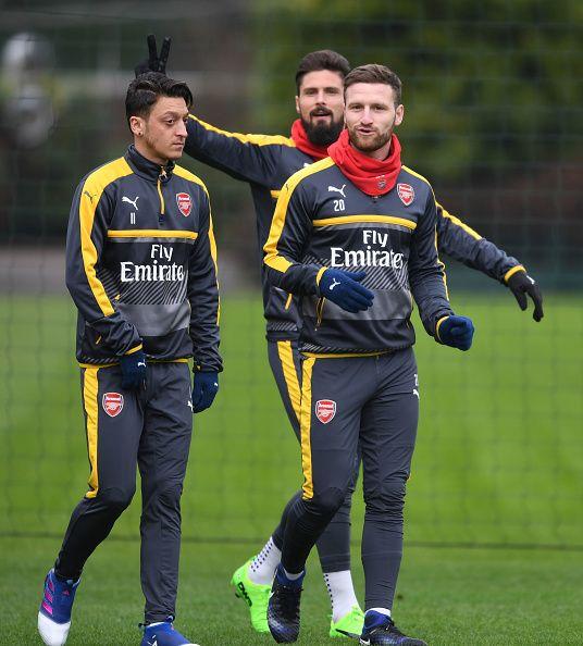 Mesut is not amused. Özil, Giroud, Mustafi.