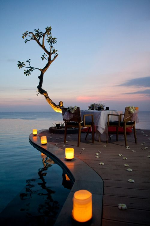 Another equally romantic option is this oceanfront candlelight dinner at Uluwatu (below). Surrounded by candles and flower petals, your table affords you a perfect view of the vast Indian Ocean below. Choose between 3 tantalising menus to impress your loved one and make this a night to remember!