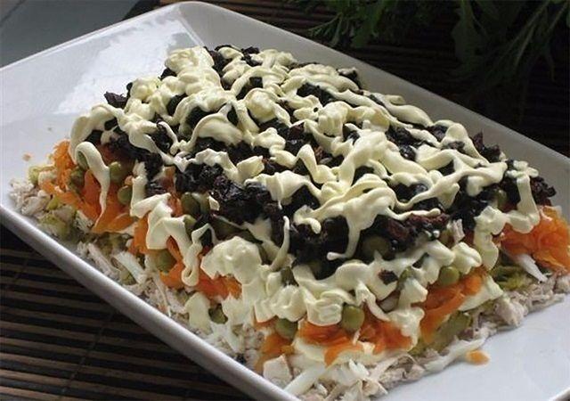 Minden ismerősöd el fogja kérni ennek a salátának a receptjét tőled, ha megkínálod őket! Étkezés során sok barátságot köthetünk embertársainkkal, hiszen enni szinte mindenki szeret, és finomakat enni még inkább. A következő salátarecepttel egyszerűen mindenkit le tudunk venni a lábáról, ezért érdemes elkészíteni, különösen most karácsonykor. Előételnek kiváló, főleg karácsonyra. Hozzávalók: 3 darab közepes méretű […]