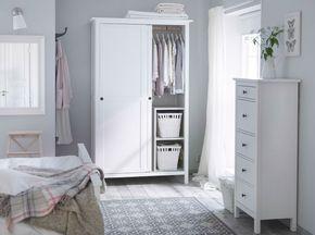 Good Ein Schlafzimmer in traditionellem Wei u a mit HEMNES Kleiderschrank mit Schiebet ren und HEMNES Kommode mit