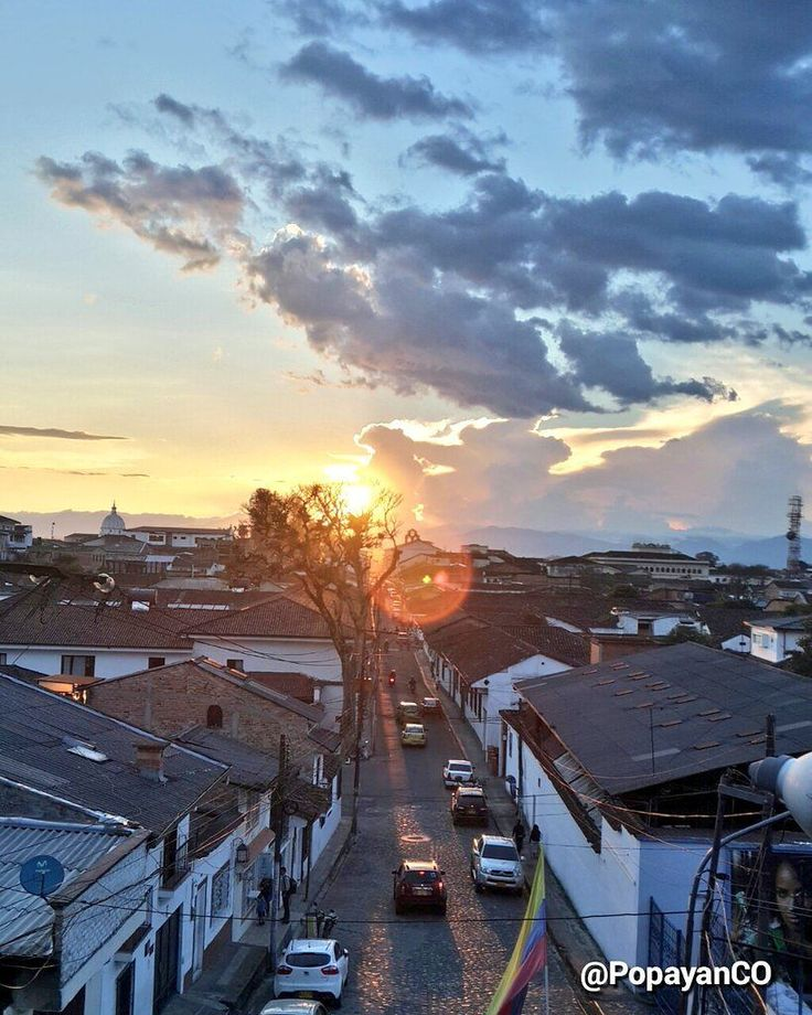 #Clima #PopayánCO min: 14ºC max: 29ºC Mañana: Cielo Parcialmente Despejado  Tarde: Nublado  Noche: Nublado