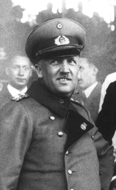 General der Infanterie Kurt von Schleicher (07 April 1882 - 30 June 1934).