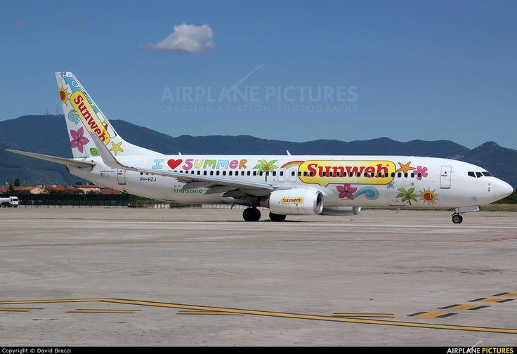 Leveranciers: Sunweb maakt gebruik van chartervluchten, in dit geval van Transavia. In de zomer hebben de leveranciers een sterke positie, omdat er weinig vliegtuigen beschikbaar zijn om te charteren.
