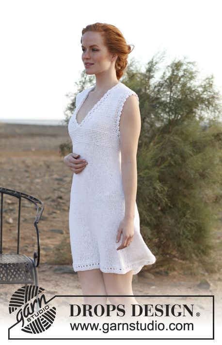 Knitted DROPS tunic with lace pattern in Bomull-Lin. Size S-XXXL.