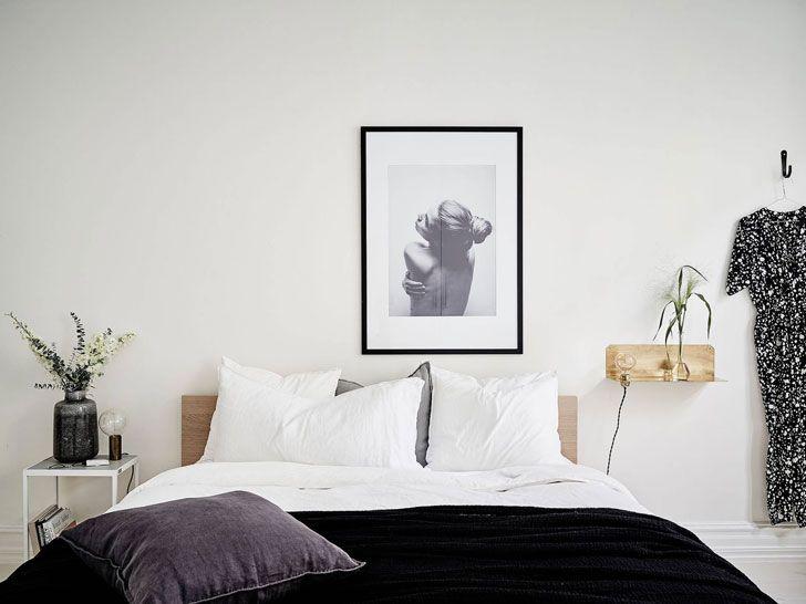 Вот смотришь иногда на скандинавские интерьеры, так и хочется пойти и повыносить половину вещей со своей квартиры и освободить больше пространства, чтобы в интерьере стало легче дышать.:) Одна из главных заслуг шведских дизайнеров — умение незахламлять интерьер и оставлять больше места для самой жизни. Так и в этом интерьере —просторно, светло и комфортно!