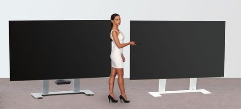 Less is more: this engagingly minimalist TV holder as a free-standing model is distinctive for its clean lines. Integrated concealed casters are available upon request. The cable management is concealed within the vertical column. Height of center of TV screen approx. 100 cm (from floor)