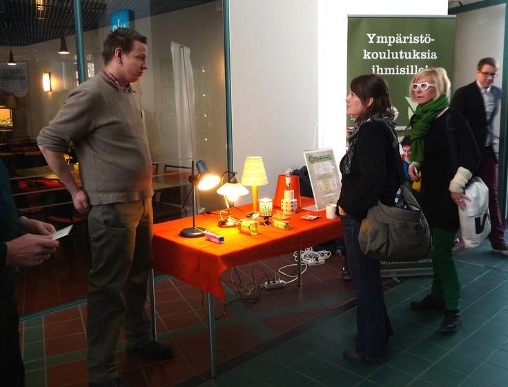 Pääkaupunkiseudun Kierrätyskeskus opastaa lamppuvalinnoissa.