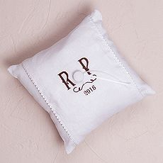 """Simply Sweet"" Personalized Vineyard Monogram Ring Pillow $39.98 CAD // 15 thread colors to choose from //  // Buy online here www.mariagemontreal.com // #weddingmtl #mariagemtl #classic #monogram"