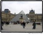 [Pyramide du Louvre]  해제: 중국인 아이오밍 페이의 작품으로 나폴레옹 뜰과 피라미드 형태가 기하학적으로 가장 잘 어울린다고 한다. 순수 기하학적이면서 가장 적은 공간을 차지하고 있기 때문이다.   감상: 아름다운 기하학적 형태는 기하학적 아름다움과 조형미에 대해 한번 더 생각해보게 한다. 자로 자른듯한 반듯한 선과 군더더기 없는 깔끔한 디자인의 피라미드는 절제와 심플 것 같다. 함의 아름다움에 대해 일깨워 주는 것 같다.