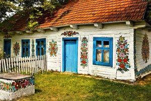 Zalipie, satul unde toate casele sunt pictate cu motive florale!