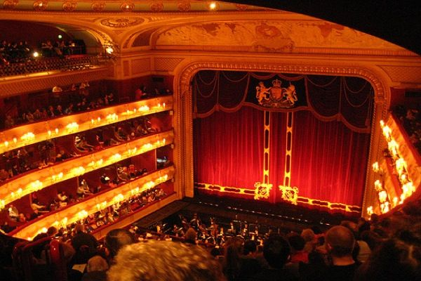 How to score cheap theatre tickets in London - Matador Network
